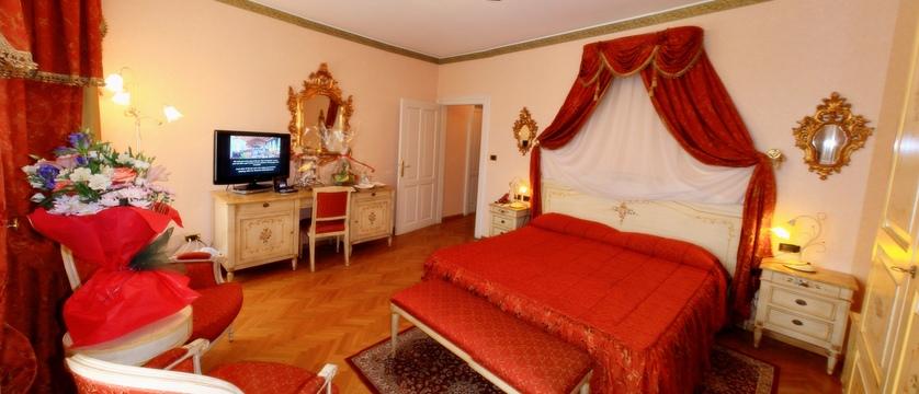 italy_cortina_d'ampezzo_grand_hotel_miramonti_majestic_junior_suite.jpg